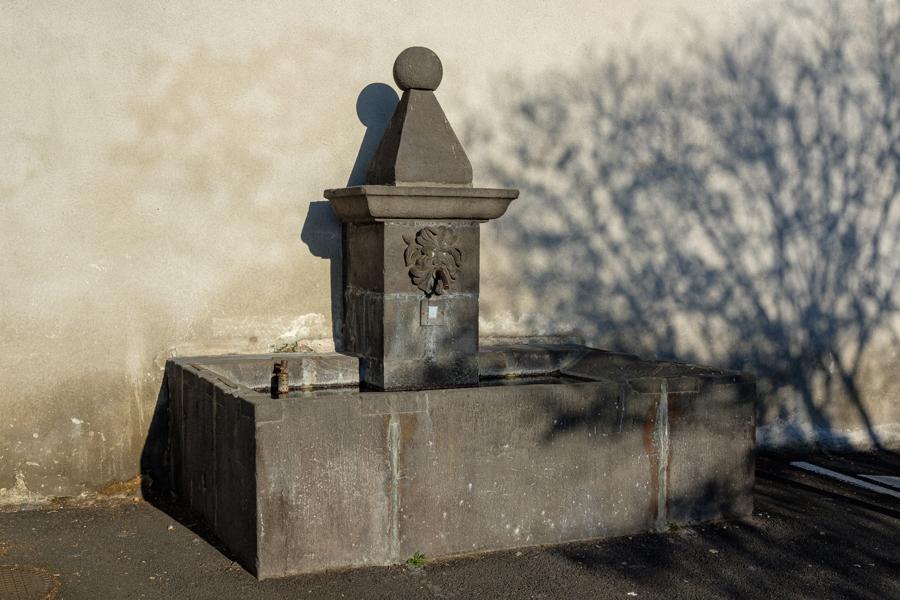 L'eau a continué à circuler, sans attestation, elle. A Clermont-Ferrand en France en 2020. Covid-19