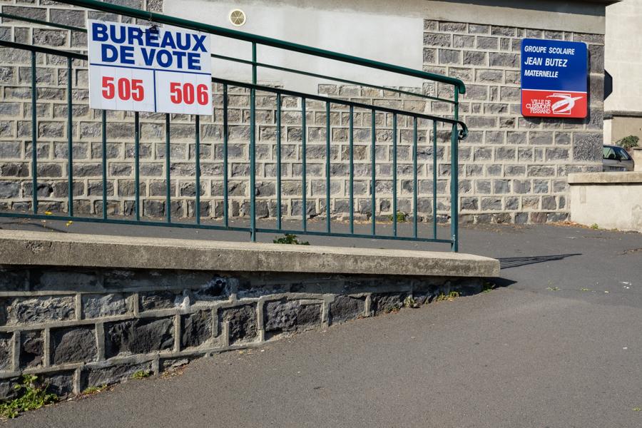 Bureaux de vote, pas touchés, prêts pour juin, j'irais plus voter. A Clermont-Ferrand en France en 2020 - Covid-19