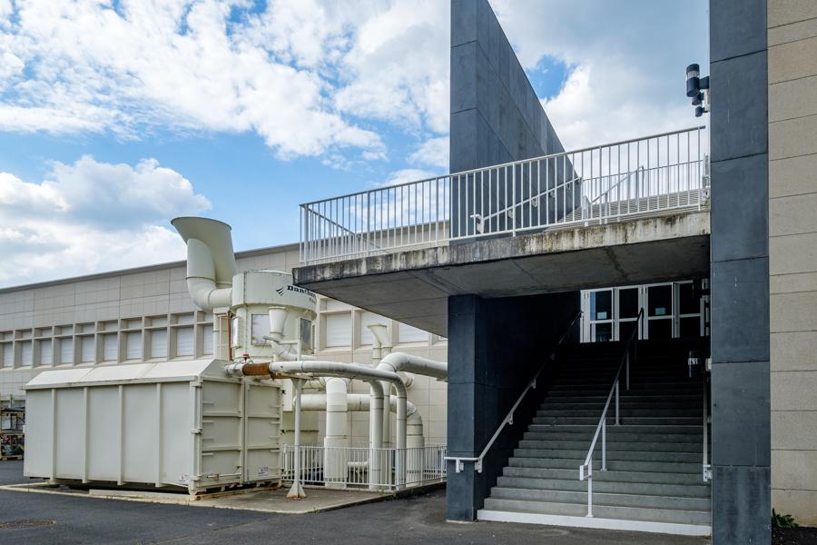 En accès libre mais fermé, le lycée professionnel Roger Claustres, des vrais vacances pour des étudiants qui ont besoin de pratique. A Clermont-Ferrand en France en 2020. Covid-19