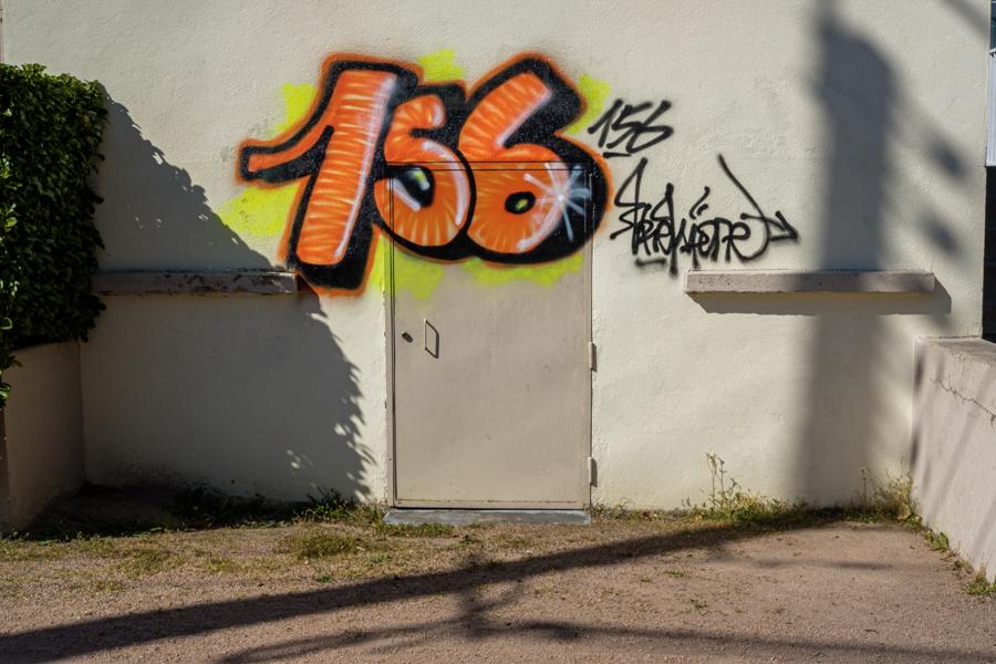 156, numéro d'une habitation quartier de la Glacière à Clermont-Ferrand en France en 2020. Covid-19