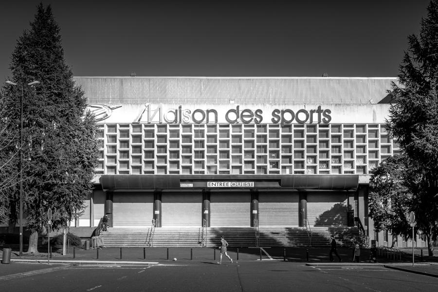 La maison des sports avec les sportifs en extérieur à Clermont-Ferrand en France en 2020. A Clermont-Ferrand en France en 2020 - Covid-19